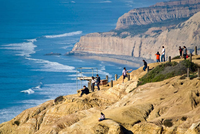 5 San Diego Hiking Trails for Whale Watching